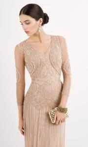 Jeune femme en robe de gala.