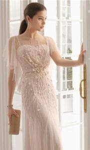 Femme en robe de soirée.